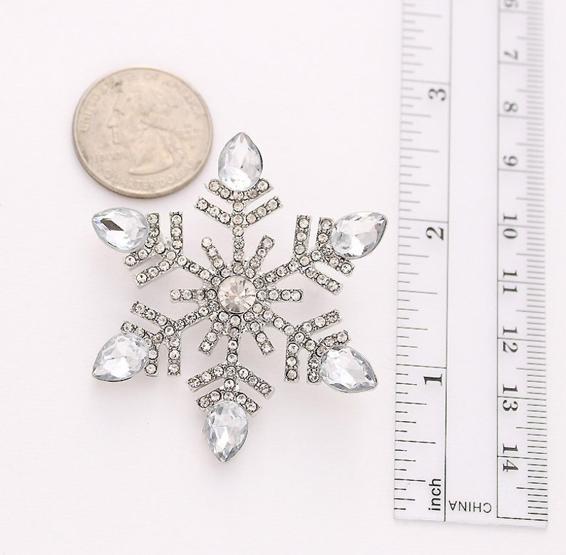 Crystal Silver Snowflake Broach Snowflakes Brooches Bouquet Broaches Crafts DIY Jewelry Christmas Brooches Rhinestone Snowflake Brooch