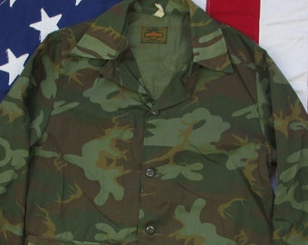 9f7c357ac955c Vintage 1970's Saftbak Camo Hunting Field Coat M/L Button Up Shirt  Camouflage Spot Frog Skin Altoona, PA Made in USA Deer Outdoors