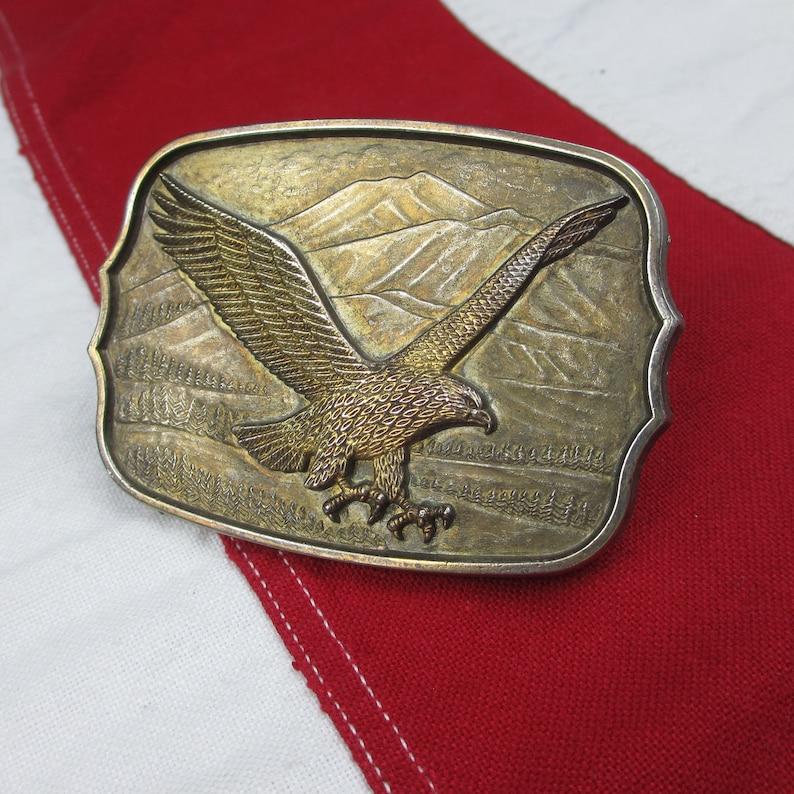 Vintage 1980/'s Flying Bald Eagle Belt Buckle Gold Tone Brass Patriotic Bird of Prey Outdoors Mountain Scene Animal America