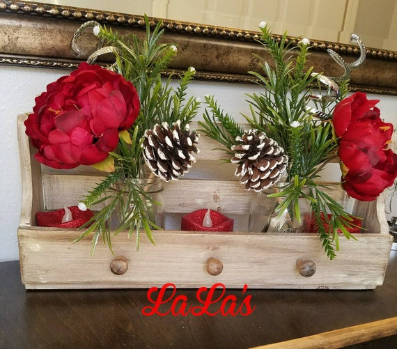 Christmas Table Arrangements Flowers.Christmas Centerpiece Table Arrangement Christmas Table Decor Christmas Flower Arrangement Christmas Floral Arrangement Farmhouse Rustic