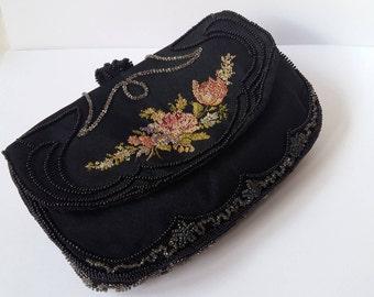 Jahrgang Petit-Point und Perlen Armband, schwarze Petit Point-Clutch, Clutch und Handtasche Spiegel, Deutschland 1930er Jahre