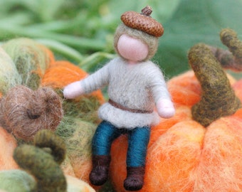 Acorn, baby acorn in fairy tale wool, Wladorf inspiration, home decoration, corner of the seasons