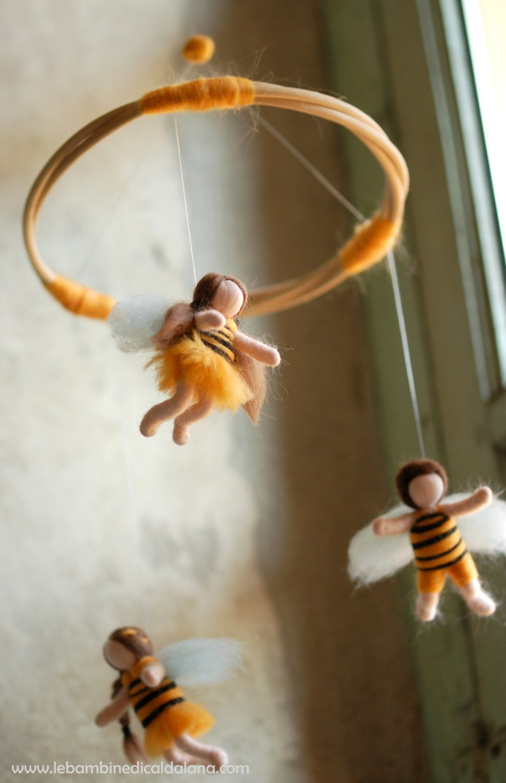 Giostrina API Wool fairy tale Waldorf inspiration image 0