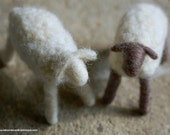 Couple sheep, Waldorf-inspired fairytale wool crib, Christmas décor, soft sculpture, collectible doll