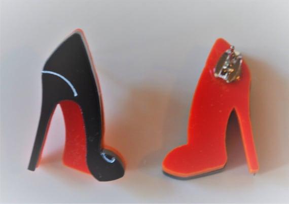 sports shoes 75252 d1107 Coppia ORECCHINI lobo o pendenti scarpa LOUBOUTIN suola rossa in plexiglass  intagliato al laser