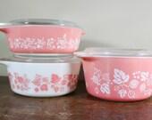 Pyrex Set of 3 Pink Gooseberry Casserole Dish w Lids 1 Pint 471, 1.5 Pint 472 , 1 Qt 473 - Ovenware Refrigerator Storage - Pink Pyrex