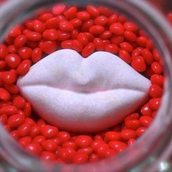 Hot Lips Bath Bomb