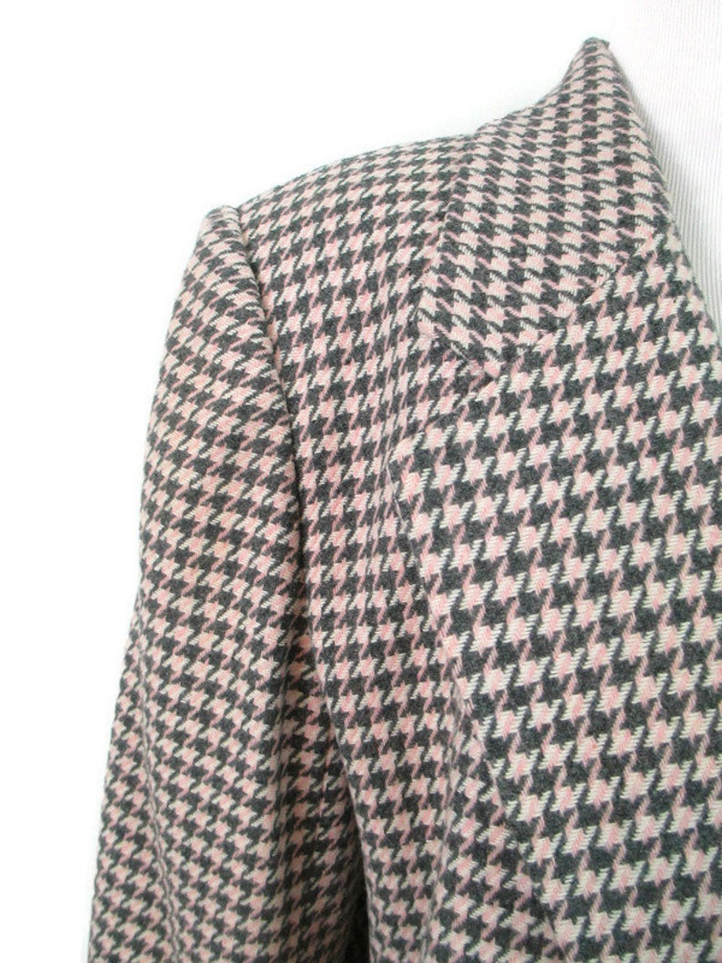 Vintage Pink Gray Houndstooth Blazer 1980/'s Wool Blend Padded Shoulder Fully Lined Women/'s Size 14 Blazer Classic 80s Structured Suit Jacket