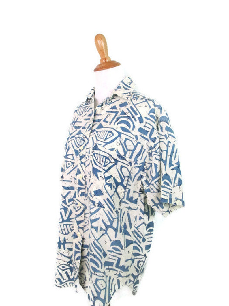Vintage Batik Fish Print Blouse 1980/'s Abstract Fish Shirt Women/'s Size Small 80/'s Boho Hipster Button Front Short Sleeve Top