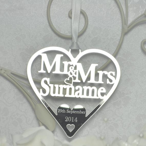WEDDING DAY GIFT MR /& MRS LINDSEY  WITH NAME OF BRIDE AND GROOM KEEPSAKE