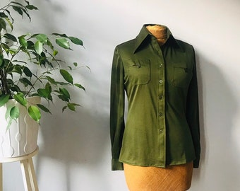 7e5a6aab2892af Ladies vintage 1970s army green   olive green blouse shirt