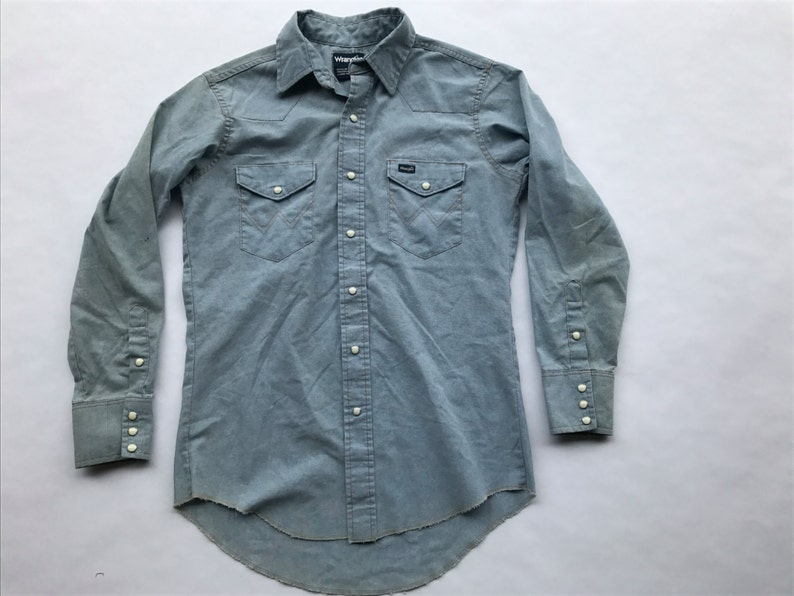22cc670d994 Vintage Wrangler Chambray Denim Work Shirt Pearl Snap Size M