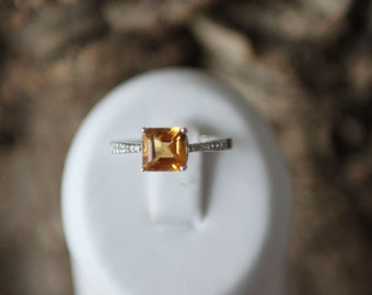 A Gorgeous Golden Citrine And Diamond Ring   SKU1663