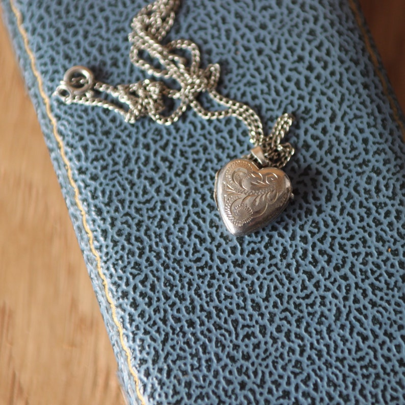 A Pretty Silver Heart Shaped Locket   SKU