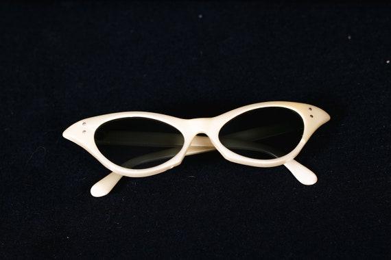 1950's White Cateye Pin Up Sunglasses - 50's Point