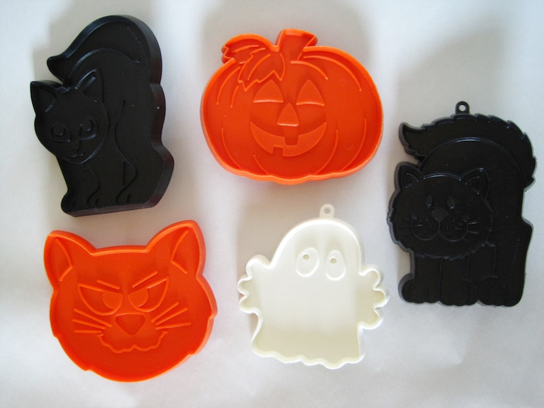 Vintage Hallmark Cookie Cutters Halloween Themed Set Of 5 Cats Jack O Lantern Pumpkin Ghost
