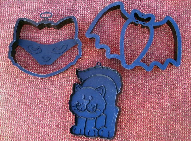 Vintage Hallmark Cookie Cutters Halloween Themed Set Of 3 Cat Large Bat And Large Cat Head