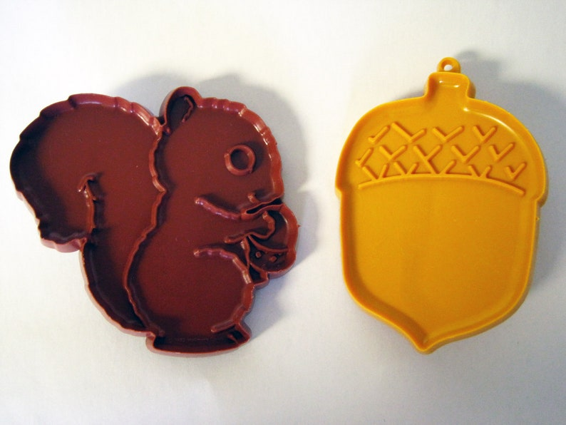 Vintage Hallmark Cookie Cutters Set Of 2 Squirrel And Acorn