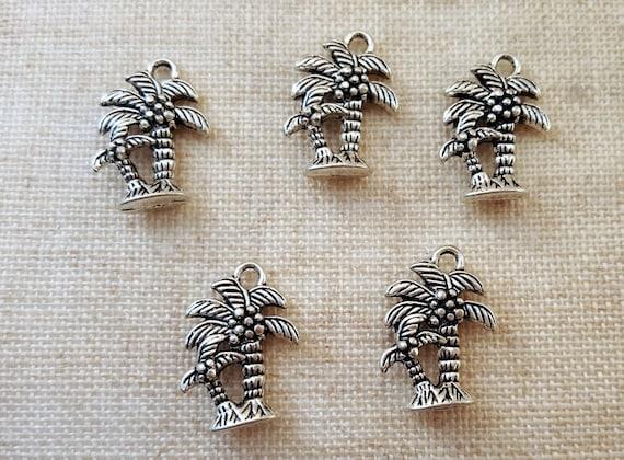 Palm Tree charmes x 5. Charmes d'arbres de noix de coco. Charmes de l'été. Charmes de la plage.   Ton argent tibétain. Vendeur Royaume-Uni