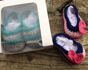 Baby Booties. Crocheted Baby Shoes in Gift Box. Baby Loafers or Baby Ballet Flats with Bow for Newborn to 3 Months Old. Baby Shower Gift