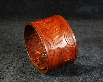 FREE SHIPPING! Handmade vegetable tanned leather bracelet with tooled ornament