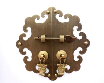 "Chinese  6 "" (15.5 cm) round  brass face-plate for cabinet/furniture face plate with pin lock and hanging pullers"