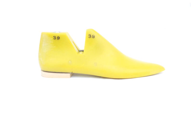Free shipping!! Pair of women 36/37/38/39/40/41/42/43 EU (5 5 -12 US) low  heel/flat shoe last/mould with pointed toe for shoemaking