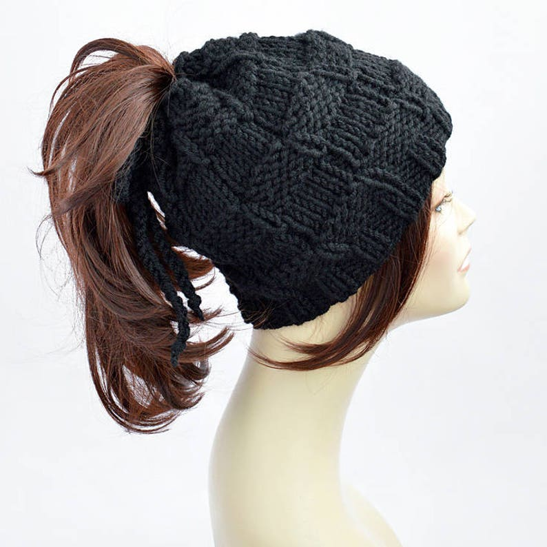 7a994c7e060 Ponytail Hat Pattern    Easy Knitting Pattern Hat Pattern
