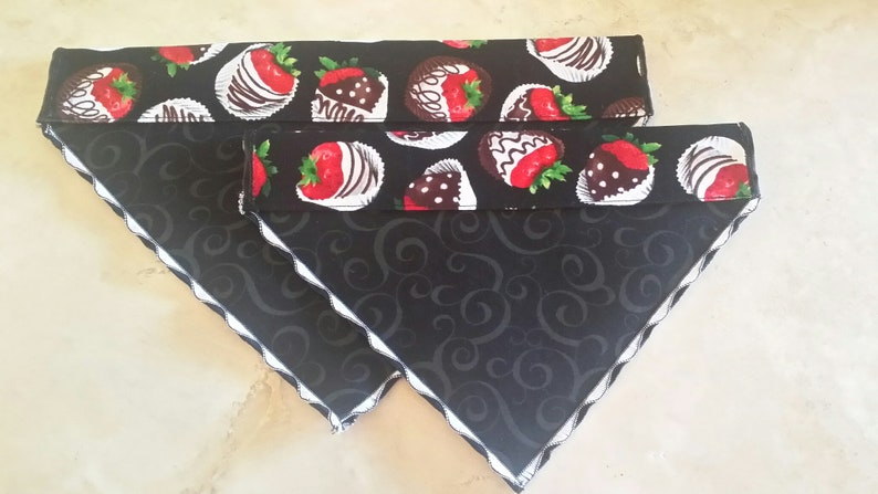 Dog Bandanas n/' Cat Bandanas-Chocolate Covered Strawberries
