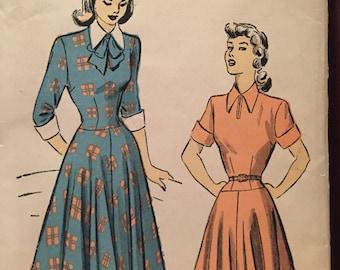 Elegant 1940's Dress Pattern---Advance 4967---Size 17  Bust 35  UNCUT
