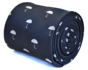 corbata azul marino con diseño de paraguas con diseño floral de la firma en la parte trasera de Frederick Thomas FT2133
