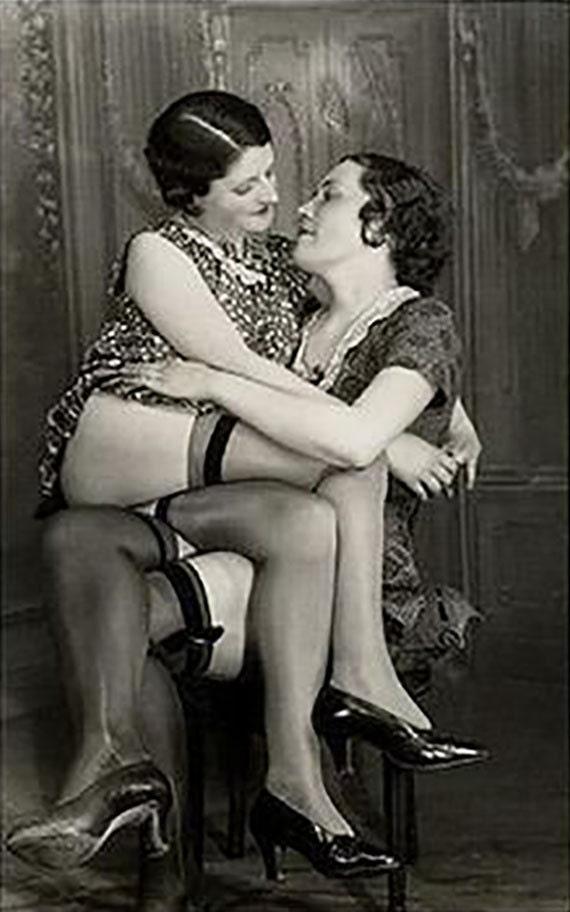 Ретро фото лесбиянок, порно от первого лица один мужик две бабы