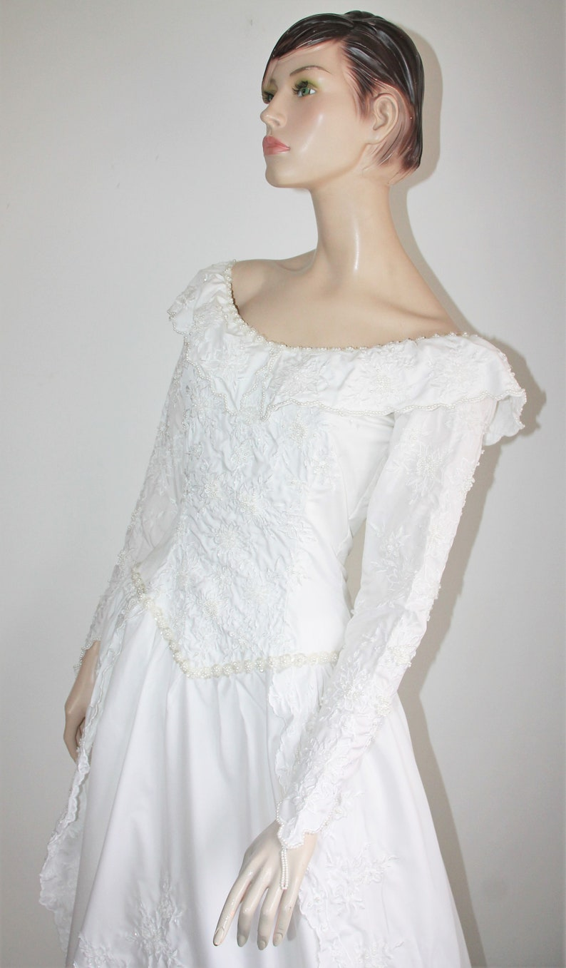 Vintage Wedding Dress Size Medium A Line Train