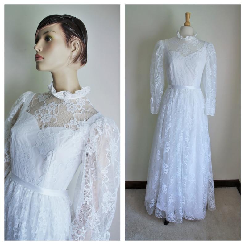 Antique White Lace Wedding Dress