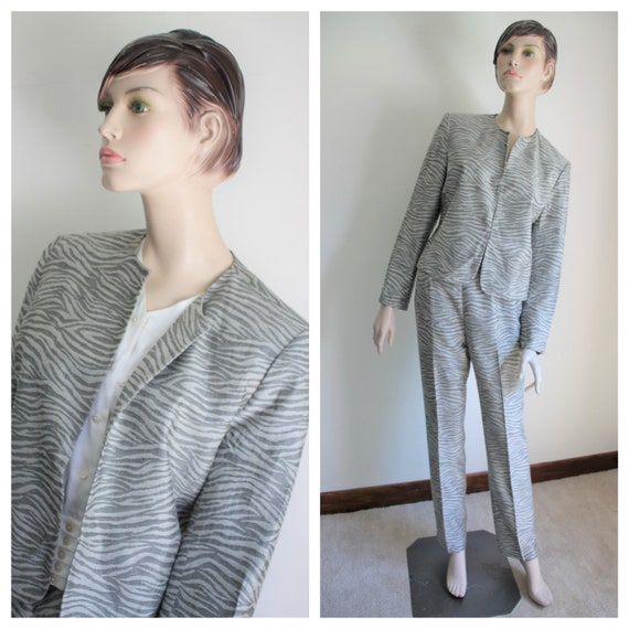 Gray Print Pant Suit by Nygaard Size 8 Two Piece P