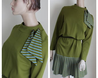 Vintage 1970s Green Dress by Eve Le Coq, Size Medium, Pleated Skirt Long Sleeves 70s Casual