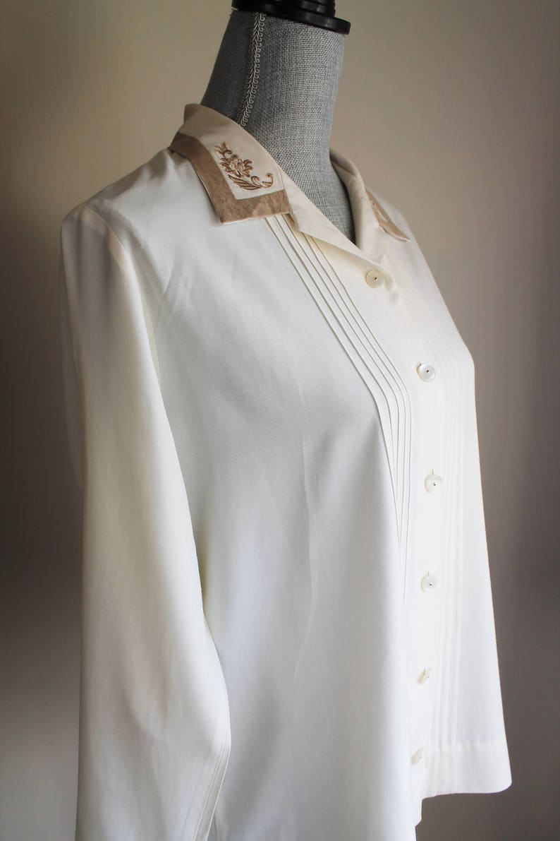 Long Sleeves Pearled Button Pleated Front Collar Cuff Trim Size Medium Shirt Cream Brown Trim Beige Blouse by Jantzen Classics