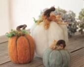 Set of 3 Felt pumpkins, Pumpkin set, Farmhouse, Decorative pumpkins, Fall Decoration, Needle felt Pumpkins, Fall Pumpkins