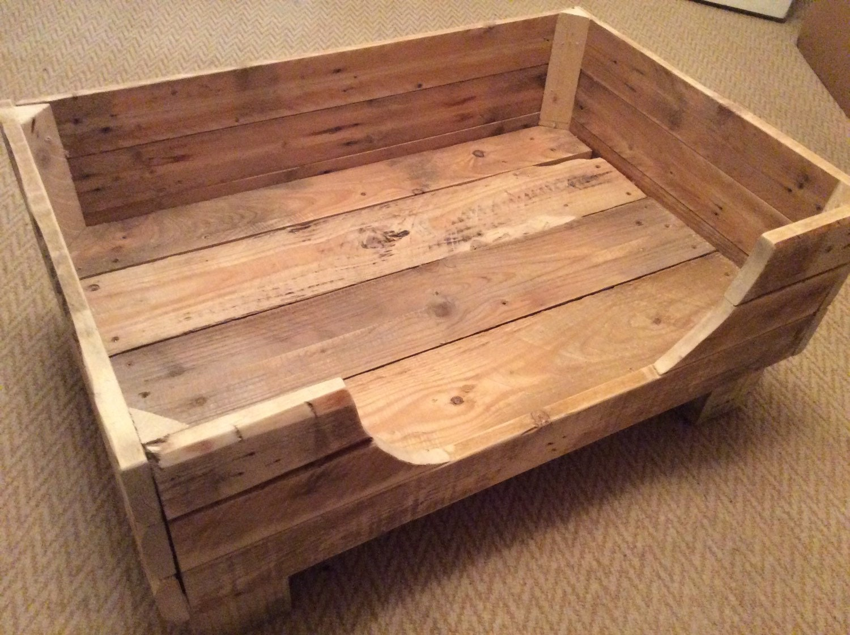 Cama del perro rústico de madera reciclada de palets.   Etsy