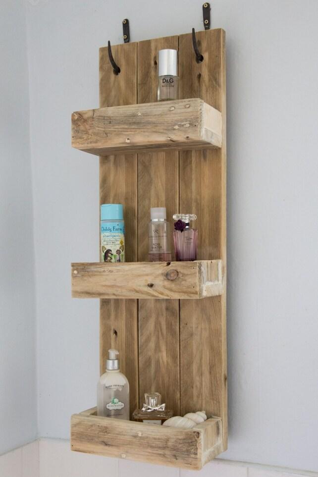 Estantes de baño rústicos de madera reciclada de palets   Etsy