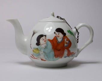 Vintage 1930s Chinese porcelain teapot