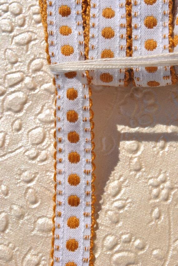 Vintage des années 1960 bronze marron tissé à brun pois et petit bronze brun à picot de bordure sur fond blanc tout coton ruban de bordure de boulon de 10 mètres 975edd