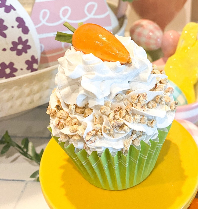 Fake Carrot Cake cupcake