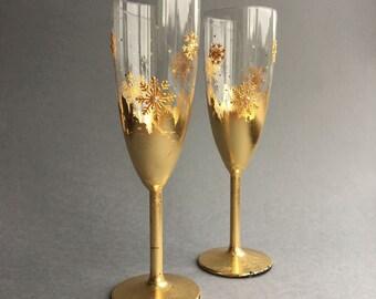 Snowflakes wedding glasses, Winter wedding glasses, GOLD wedding glasses, Winter champagne flutes, Hand painted glasses, Wine glasses