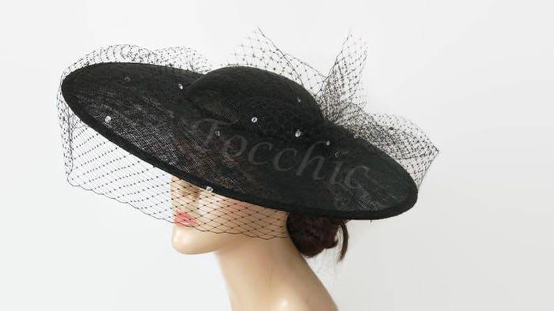 2238cbce03c2c Pamela negra con velo y cristales Pamela de boda sombreros