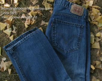 VINTAGE LEVIS, 90s Grunge, BOYFRIEND jeans, relaxed faded worn-in denim dark blue, mid-rise waist 28 inseam 28, 569 men's straight loose fit