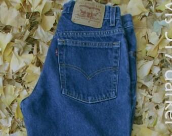 VINTAGE LEVIS, 517 wide leg jeans, 90s Boho Grunge, BOOTCUT boyfriend jeans, worn-in dark denim, retro women's jeans, waist 30 inseam 28