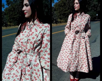 49a8d509538 Glamorous vintage 1950s 50s quilted house dress by Loungees floral belted  size M L