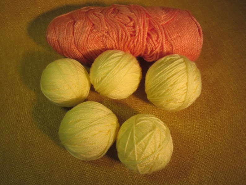 knitting,crochet 5 pale yellow yarn balls and 1 peach skein 3 balls total 7 oz 4 ply worsted weight acrylic yarn