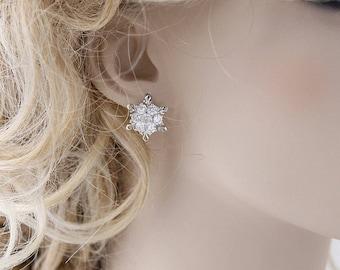 Snowflake Bridal Earrings, Winter Wedding Earrings, Crystal Silver Snowflake Earring Studs, Bridesmaid Earring Gift, CZ Snowflake Earring